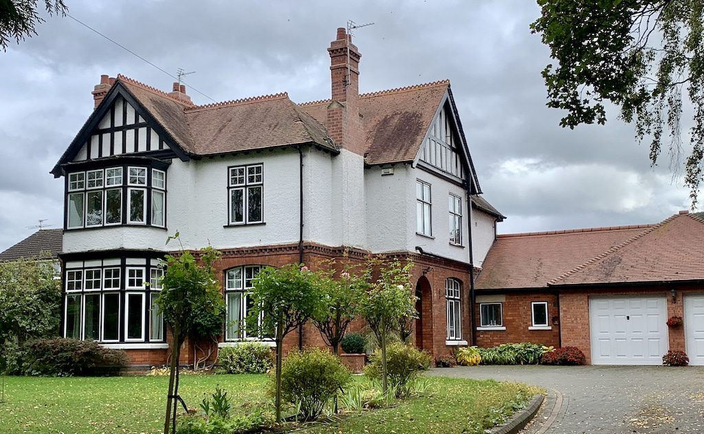 Facts about Aluminium Windows showing a Gloucester detached house